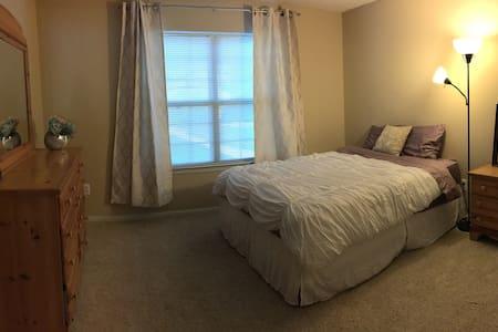 Comfy apartment in quiet neighbor - Ann Arbor - Apartmen