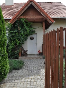Independent room in a quiet house. - Blockhütte