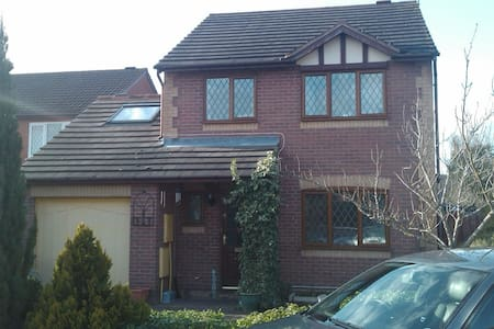 single room during school holidays - Worcester