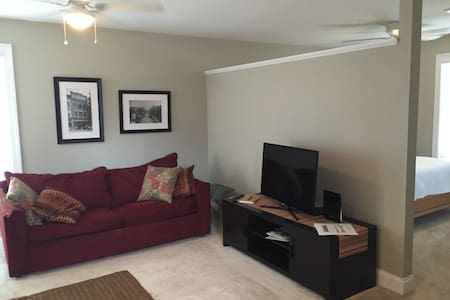 Quiet 1 BR carriage house - Charlottesville - Guesthouse