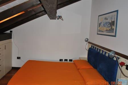 Graziosa mansarda con bagno privato - Bed & Breakfast