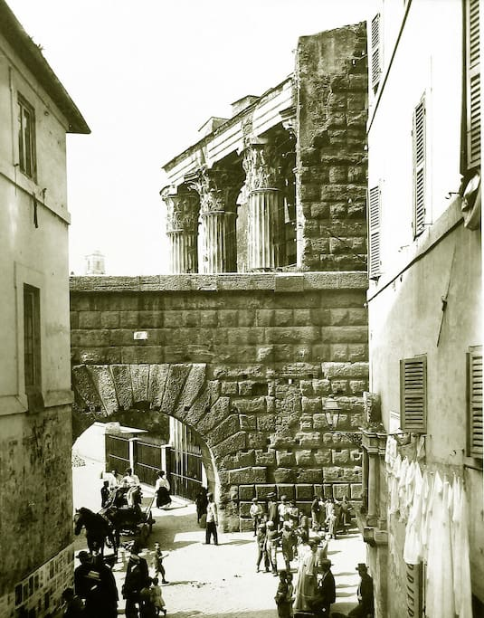 Time machine: on the right the building where Casa Iulia Lucretia is... was... is placed nowadays.