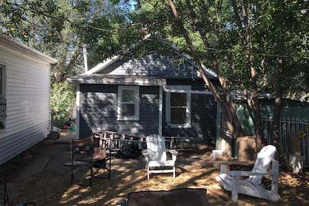 Cozy Downtown House With Shady Yard - Drumheller - Hus