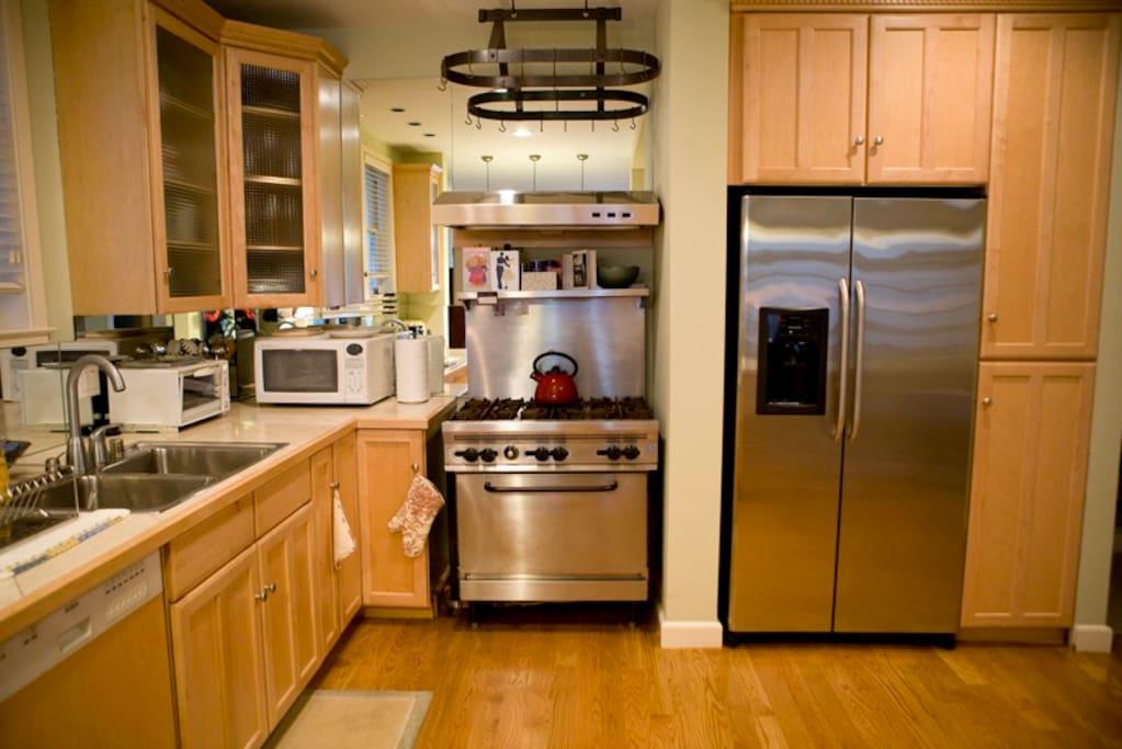 open kitchen, six burner rangetop
