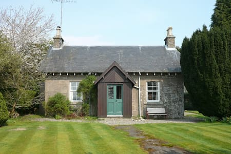 Yew Tree - pretty estate cottage - Port of Menteith