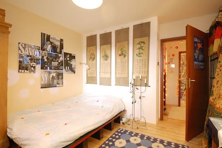 Guestroom in Center/Museum Area - Munich - Bed & Breakfast
