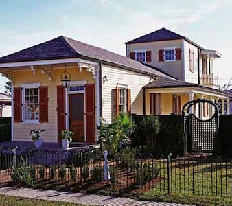 Historic New Orleans Home with River View - Casa