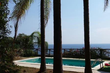 Relax con piscina privata e vista mare - Wohnung