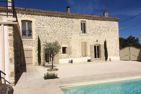Mas Provençal rénové 5 chambres 15 km Uzes - House