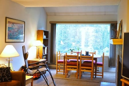 NO CLEAN FEES! 1BR Condo Overlooking Toby Creek! - Wohnung