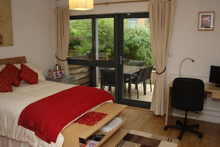 Contemporary Private Bedsit - Bristol - Maison de ville