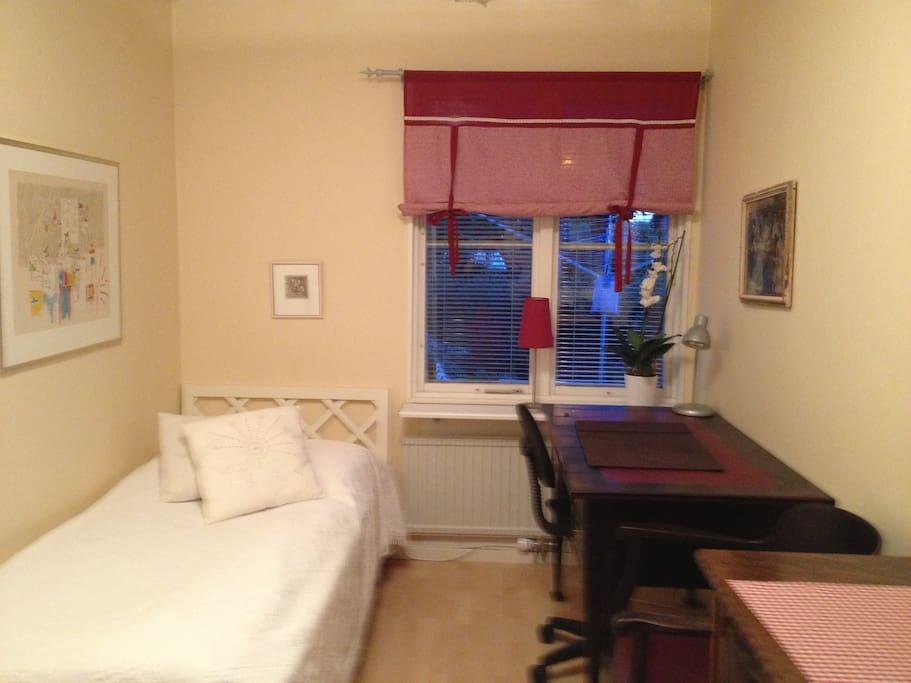 Lilla rummet för 1 person med tillgång till gemensamt badrum