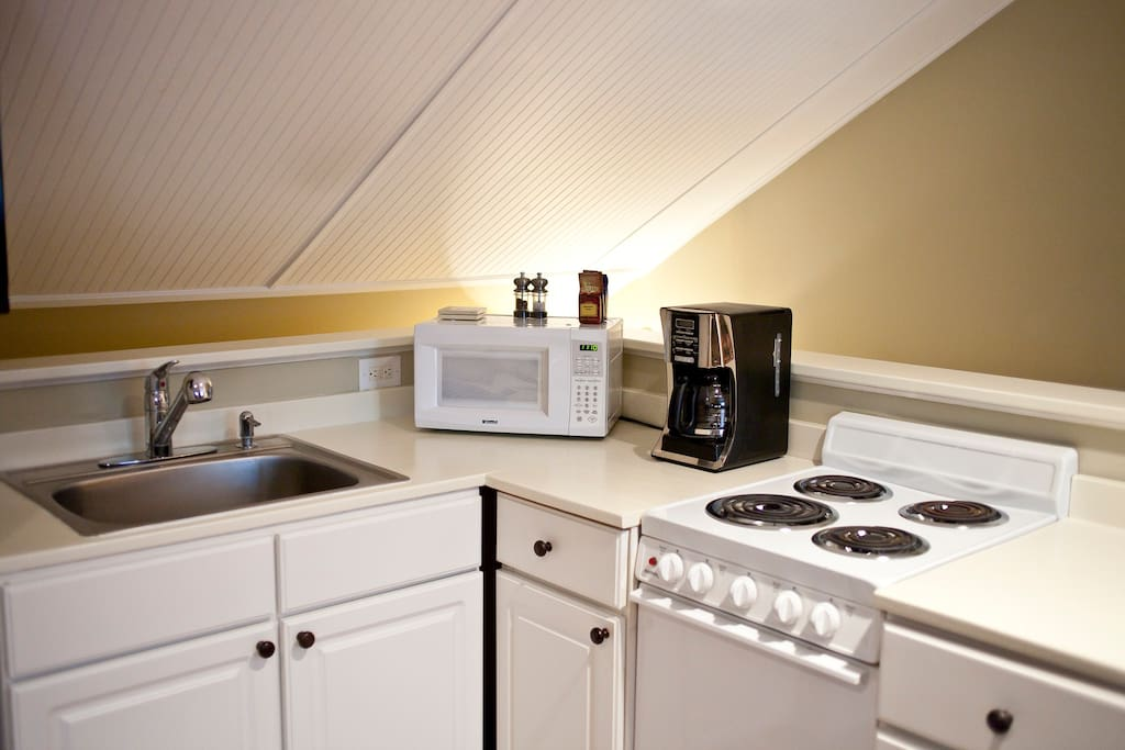 Kitchen complete with refrigerator, oven/stove, sink, microwave and coffee maker