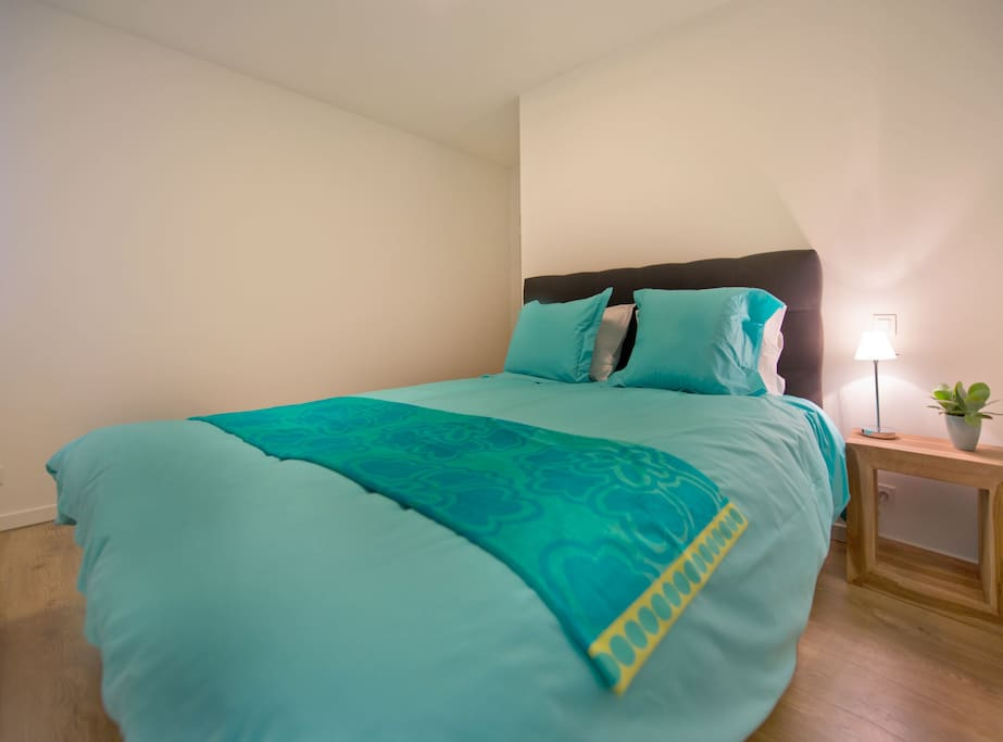 Bedroom 2 with luxurious boxsprings - can be separated into 2 single beds