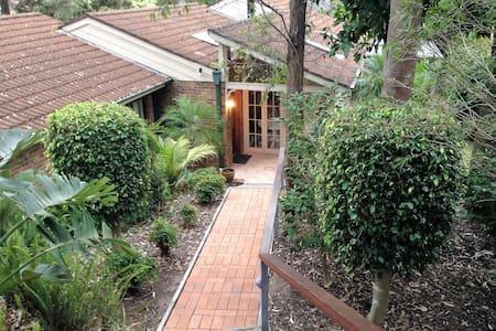 Nice Home with Sunroom & Outdoors - Cherrybrook - Casa