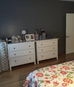 Master Bedroom 23 minutes to NYC - Edgewater - Condominium