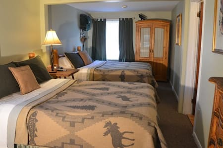 Crow's Corner - Two queen beds - Bed & Breakfast