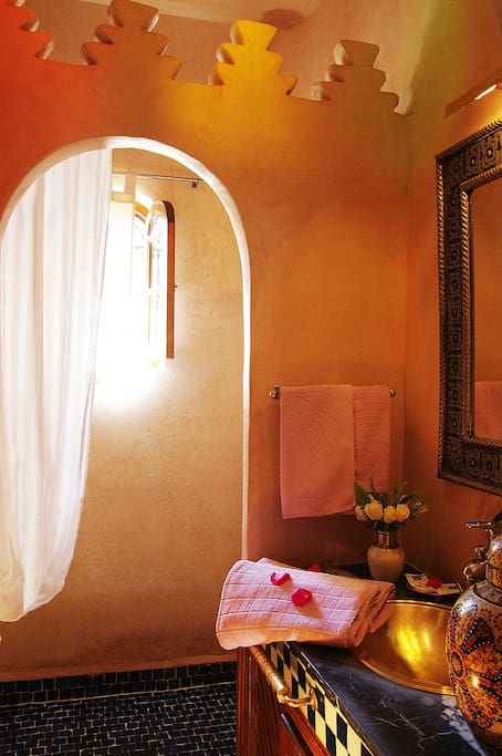 Fig Room - Ensuite toilets and bathroom - Riad Marrakesh