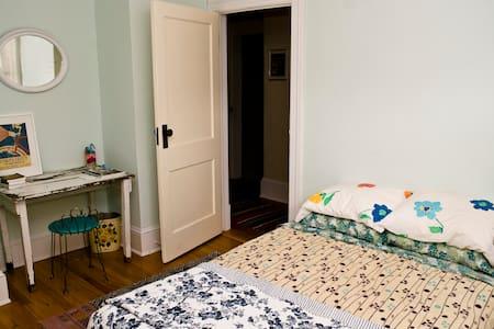 Cozy Cottage Room - North Adams