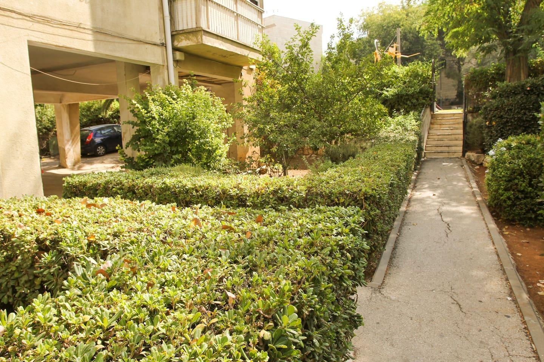 Entrance from Yehoshua Ben Nun Street