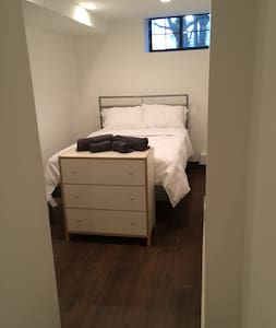 Clean Modern Room in Lux Apt 1 Block From J Train - Apartment