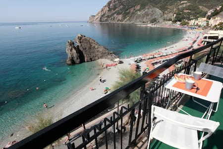Monterosso in front of the beach - Lejlighed