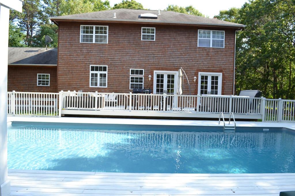 Best Hamptons Location Room #1