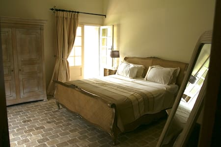 Garden Room at the Chateau d'Eau - Bed & Breakfast