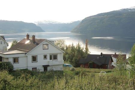Idyllic villa by the fjord, Stryn/Utvik - Haus