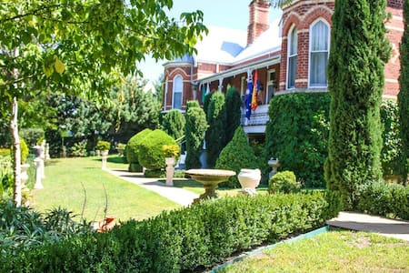 Lanigan Abbey Estate - Gundagai - Bed & Breakfast