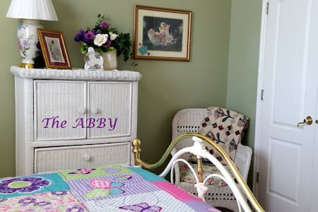 The Abby awaits your arrival this Fall Season - Saint George - Bed & Breakfast