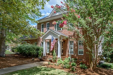 Magnificent Master Suite in Elon Area Brick Home - Gibsonville - Rumah