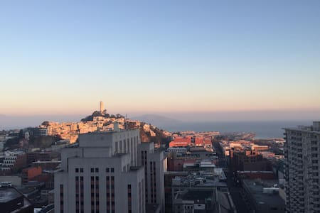 Great room at top SF Destination - San Francisco - Apartment
