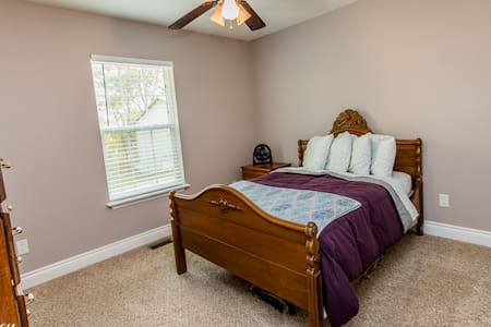 Cozy private bedroom near Fort Leonard Wood - Maison