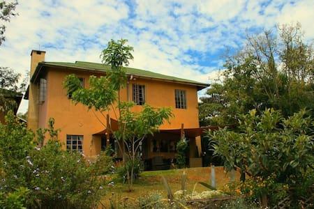Quaint Cottage Nairobi Karen - House