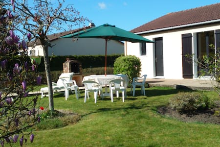 Maison avec jardin proche de la mer - House