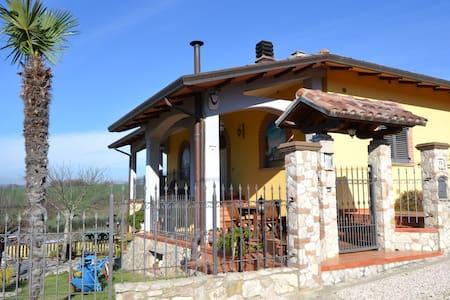Cottage near S. Francesco's airport - Leilighet