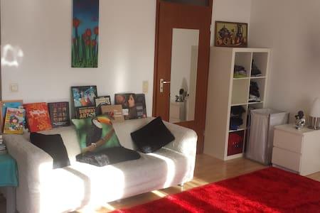 Cozy, sunny studio w. balcony - Apartamento