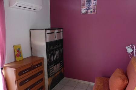studio centre ville de ST FRANCOIS - Apartment