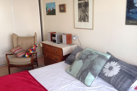 Room in charming cottage in the heart of Newtown - Casa