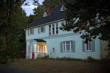 Gästehaus Sommersitz Hermannshof - Hus