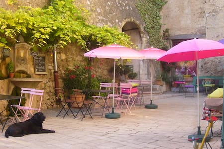 Lovely ensuite bedroom - Villecroze - Penzion (B&B)