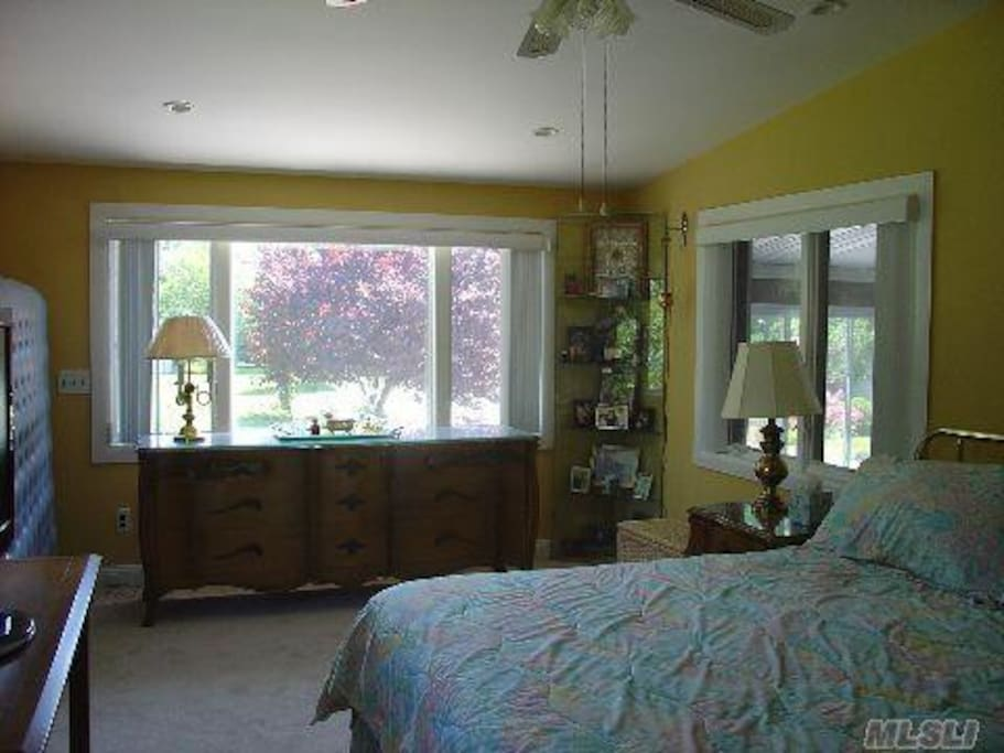 Greenport King Room / Estate