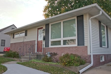 Clean & Comfortable Two Bedroom Home - Rochester - Haus