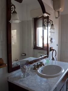 Double room with private bathroom - Albano Laziale - House