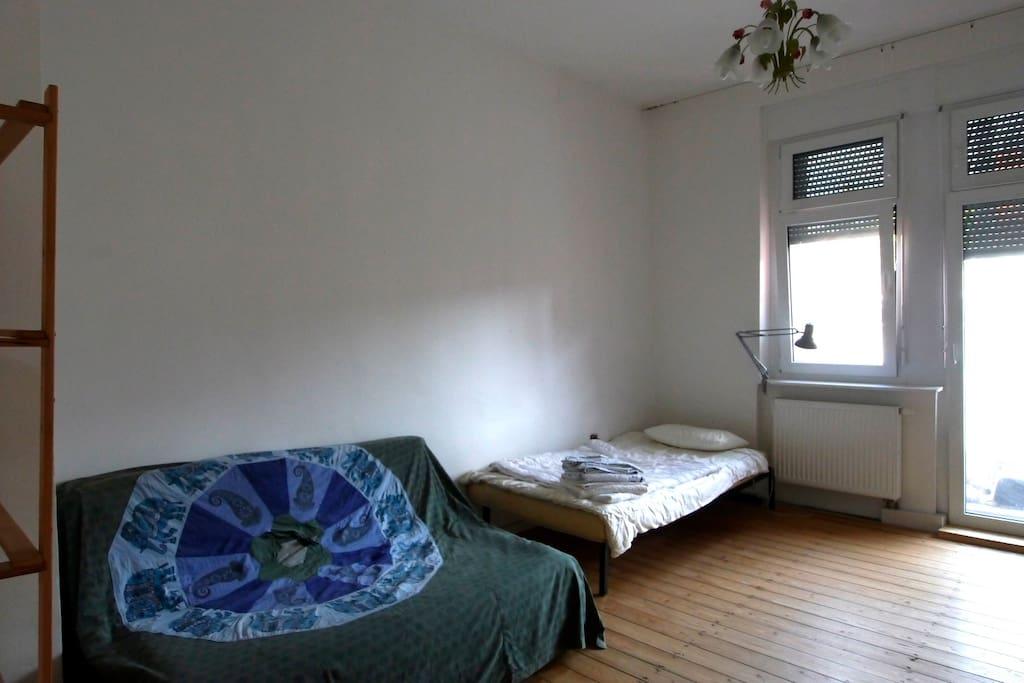 Helles Zimmer, zentral gelegen (g)