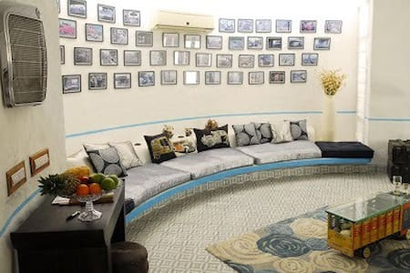 An eclectic art luxury residence