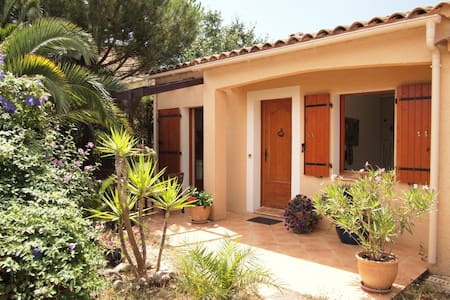 1 bedroom closed to Hyeres, Riviera - Bed & Breakfast