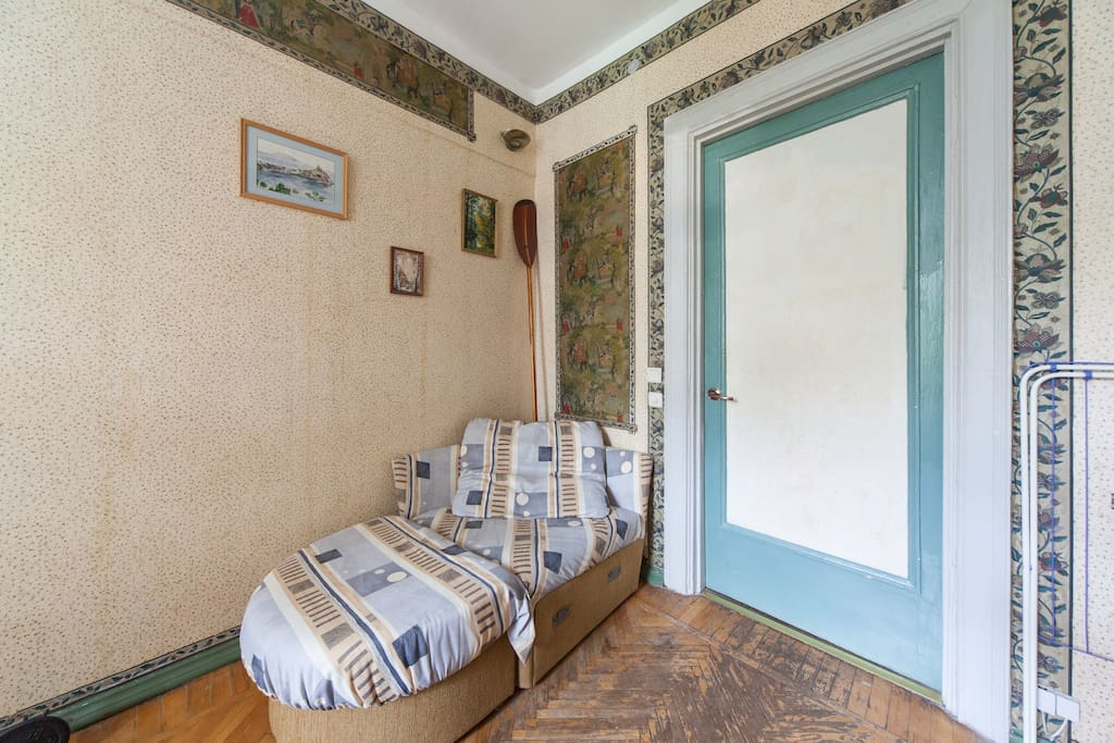 Cozy quiet room in an Moscow center with double bed, tricuspid wardrobeclose and several features close to metro Taganskaya
