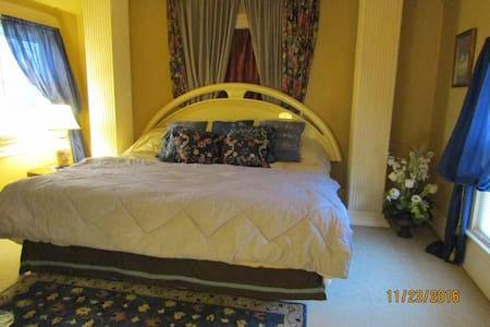 PRIVATE ROOM---15 min to Airport-25 min to Dtwn--U - Strongsville - Haus